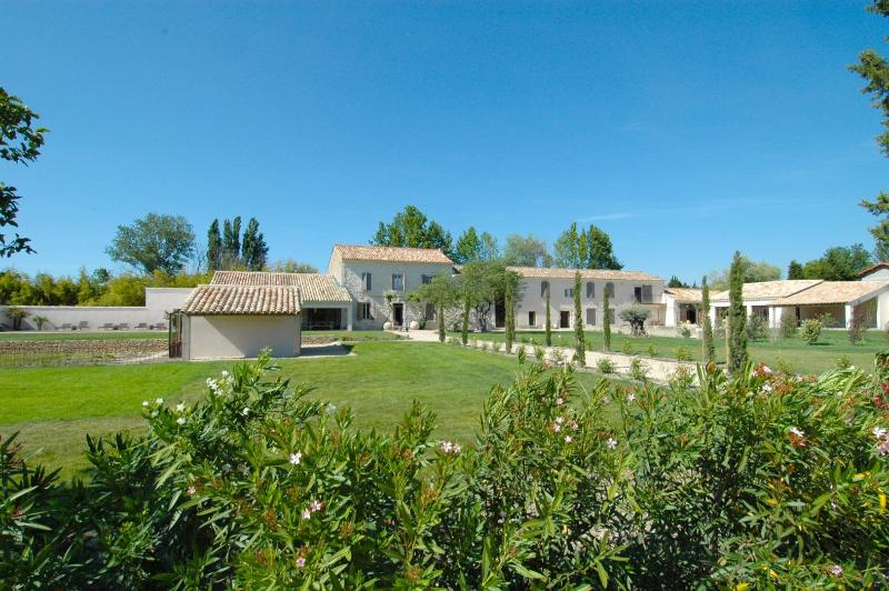 Les 2 Vaches, vacation rental in L'Isle-sur-la-Sorgue