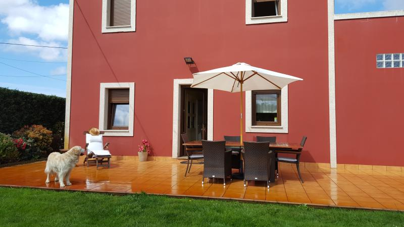 Acogedora casa en plena Costa da Morte en Carballo, vacation rental in Carballo