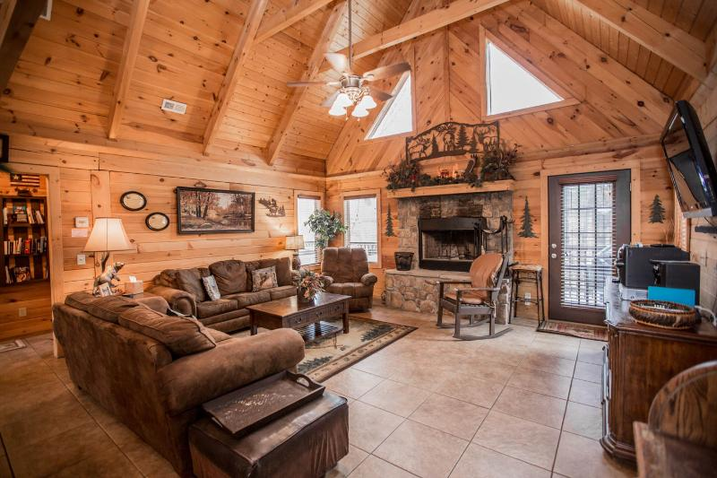 luxury log home 3br 2bath w hottub near legends of golf tournament rh tripadvisor com