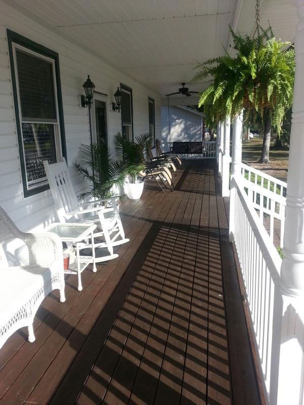 Immaculate front porch