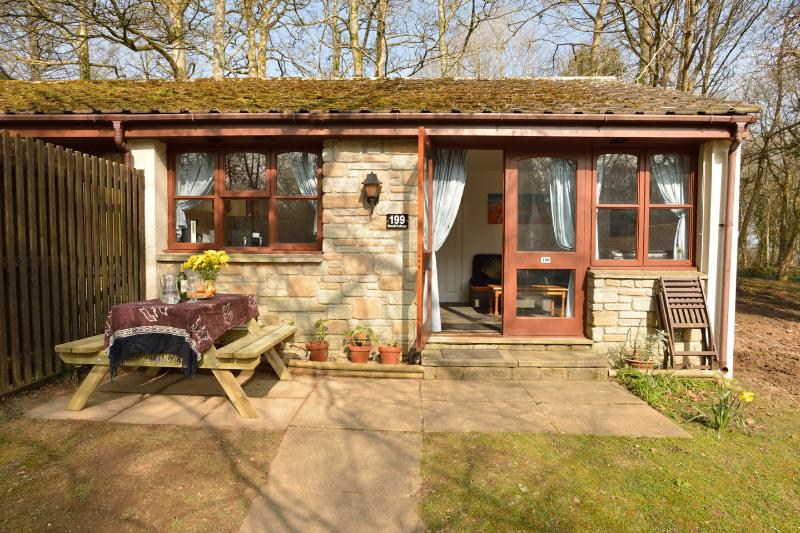 Holiday bungalow, St Ives,  Indoor heated Swimming Pool, holiday rental in Nancledra