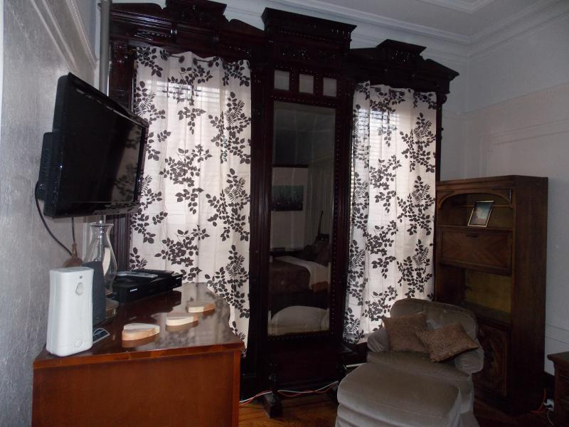 ORIGINAL DETAILS IN THIS BROWNSTONE DUPLEX PLENTY OF SPACE COME GET AWAY AND ENJOY