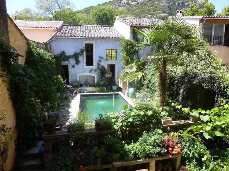 la piscine, vue depuis la chambre 1