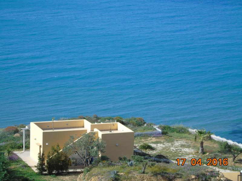 BEAUTIFUL VILLA INCLUSIVE SEA/BEACH ACCESS. BOAT,INTERNET,AIR CONDITIONING, PERFECT WINE ALL FOR YOU