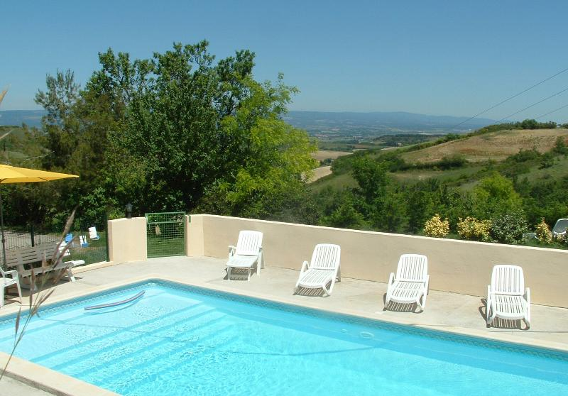 Domaine Roujoux avec Vue, Piscine Chauffée & Golf, vacation rental in Pech-Luna