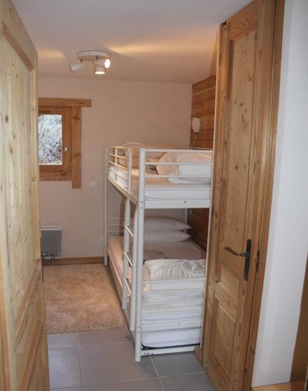 El segundo dormitorio. Literas con una cama individual debajo de la litera inferior. Así que pueden dormir 3 en conjunto.
