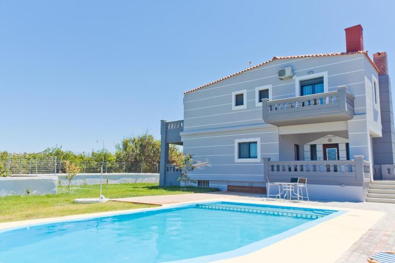 Giolanta Villa, Just 750m From The Beach, Kamisiana Chania, alquiler de vacaciones en Kamisiana