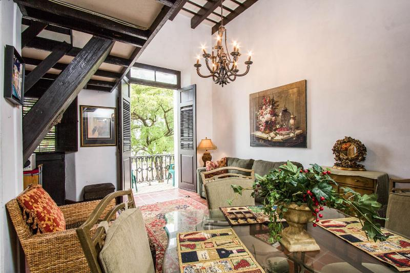 OLD SAN JUAN CHARM WITH A VIEW, alquiler vacacional en Guaynabo
