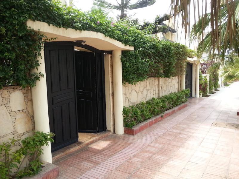 Beach side Luxurious 4 Bedrooms Villa Ref 1096, location de vacances à Agadir