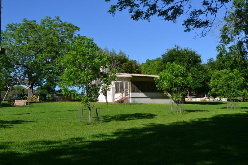 Bambus Haus - Left