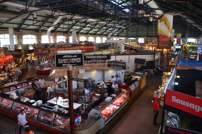 The world famous St.Lawrence Market is 15 minutes walk away to the south.