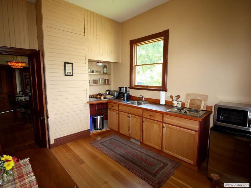 Equipped kitchenette.