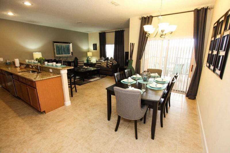 Kitchen & Dining Room / Cocina y comedor - ComprandoViajes