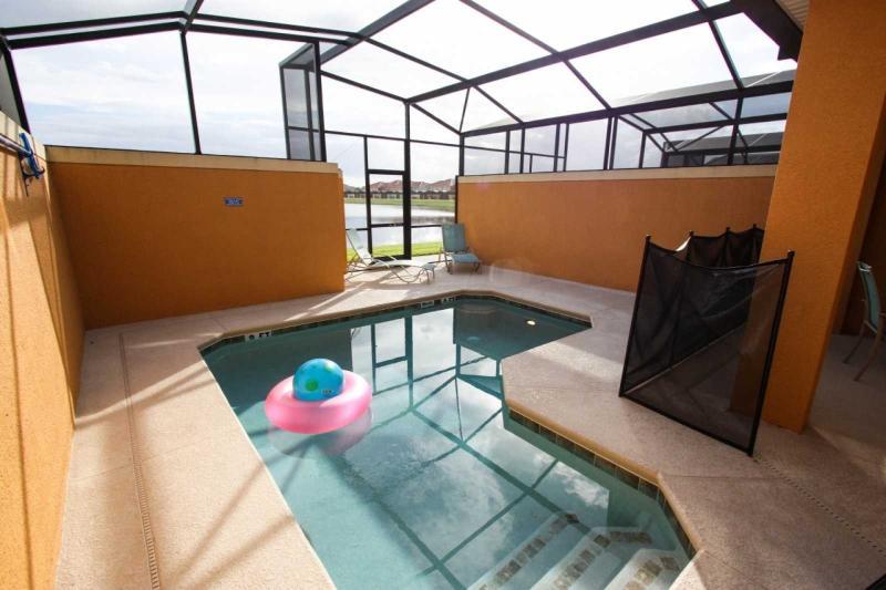 Private Swimming Pool / Piscina privada - ComprandoViajes