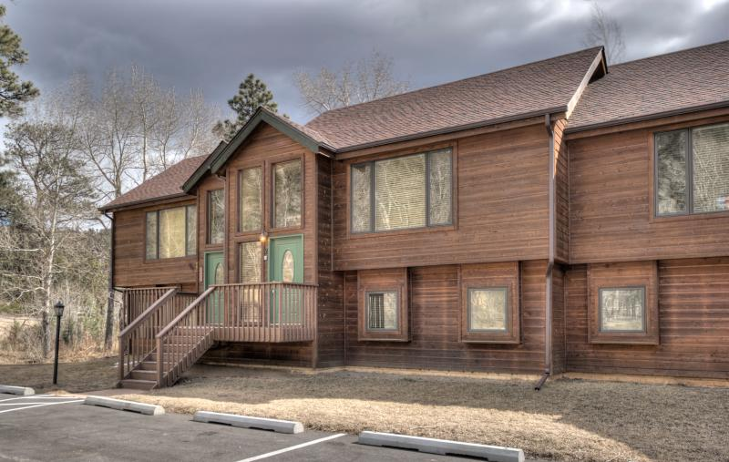 Bear Creek TWO- Dog friendly on Fall River by Notable Vacation Rentals, vacation rental in Estes Park