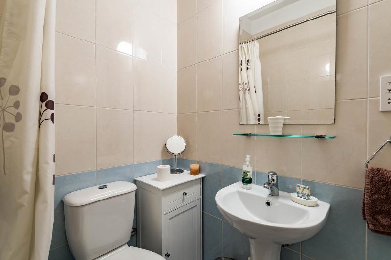 Master Bedroom Ensuite Bathroom