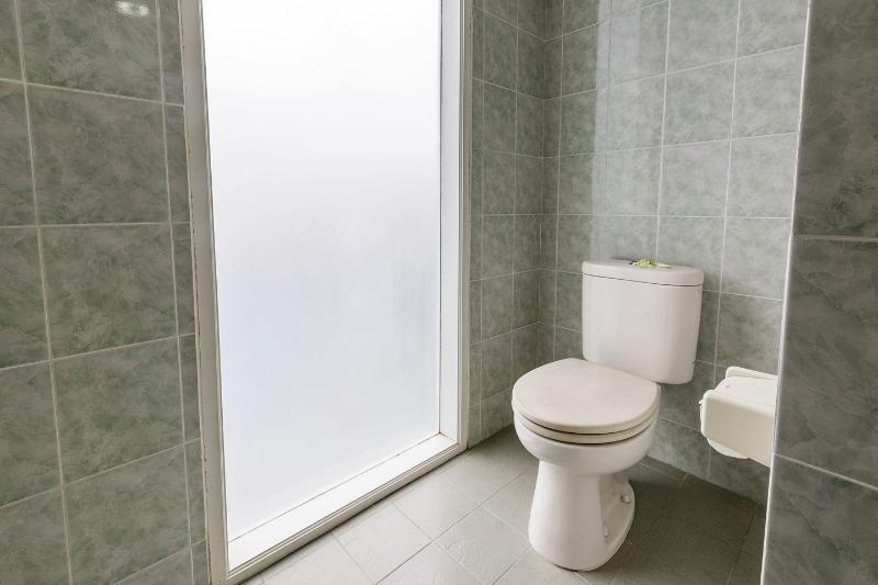 Bathroom Twin Bedroom