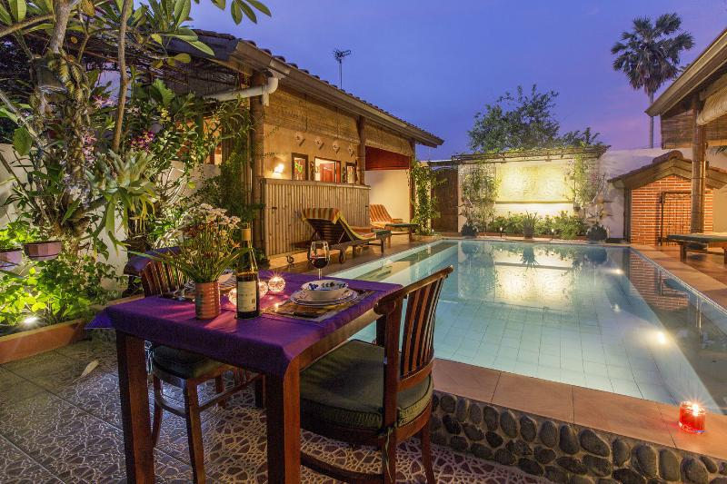 The romantic Pool after sunset. Why not have your dinner at the pool side.