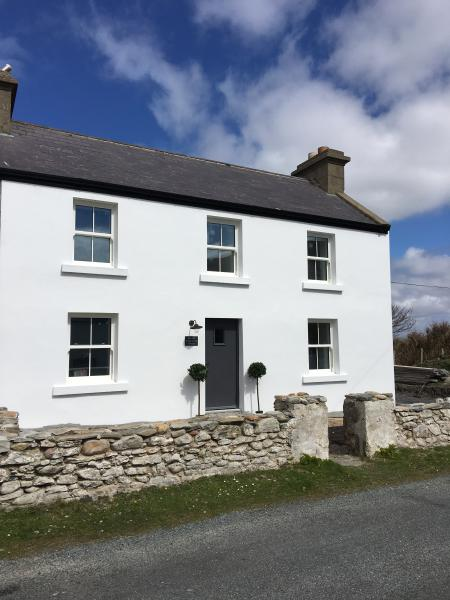 The Old Fisherman's Cottage - an escape by the sea – semesterbostad i County Mayo