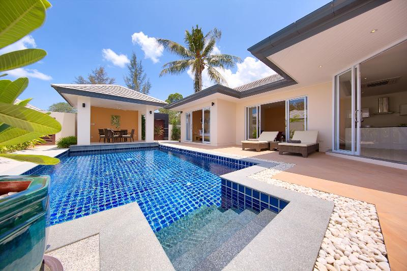 Private and luxurious 2bed Villa with its own pool, location de vacances à Lipa Noi