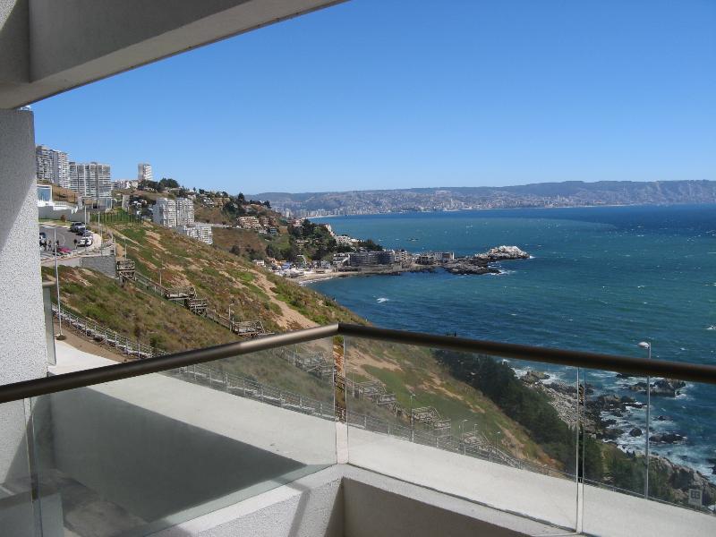 Vue sur la baie Viña del Mar et Valparaiso