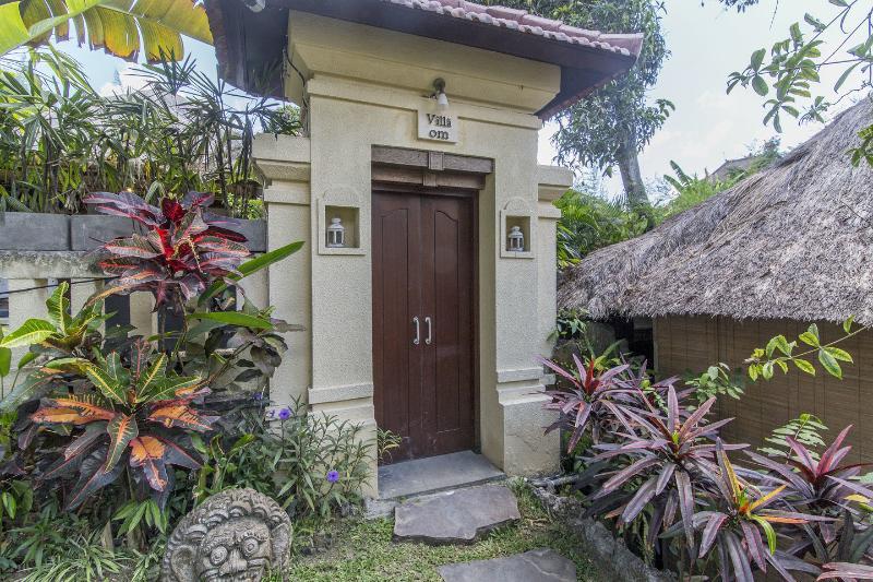Entrance Bedroom 2