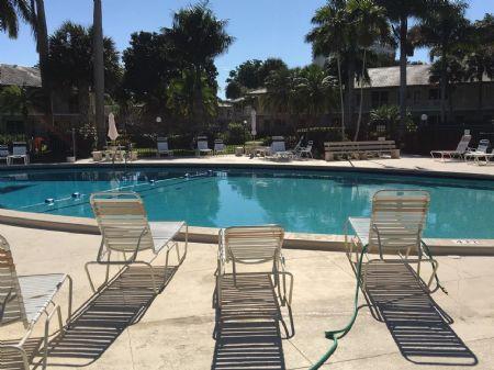 Huge Sunny HeaTed Pool!