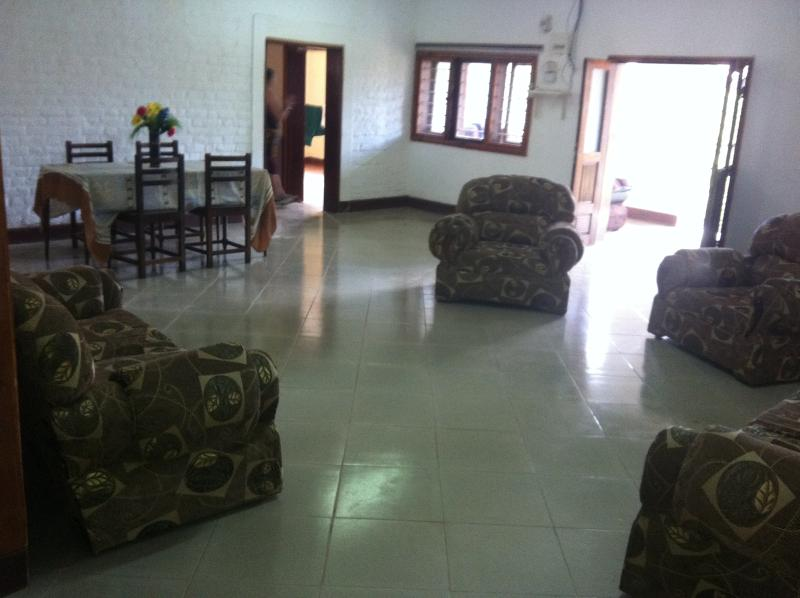 That is the appearance of the house. The photos show the living room as well as the kitchen