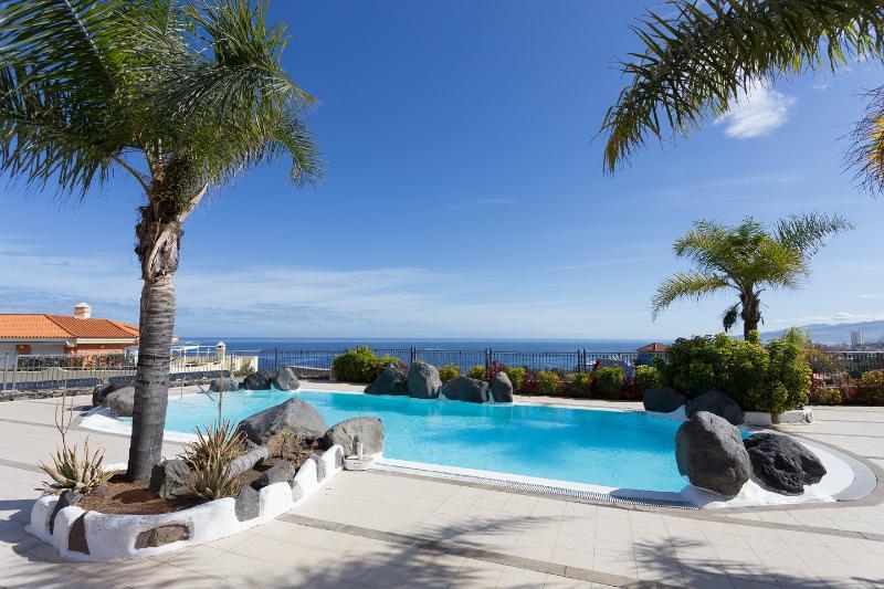 Romántico apartamento cerca de Playa Jardín, holiday rental in Punta Brava