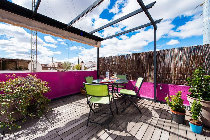 ATTIC WITH TERRACE IN CITY CENTER- MADRID - WIFI, holiday rental in Madrid