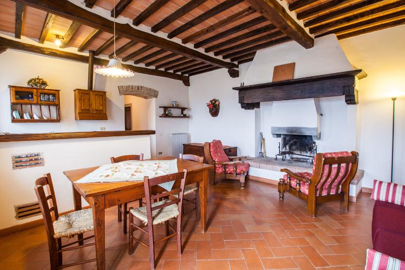 Quiet apartment close Florence, holiday rental in Dicomano