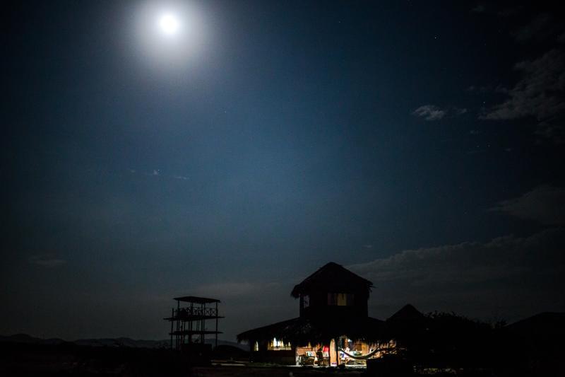 Vista con la luna de Paita