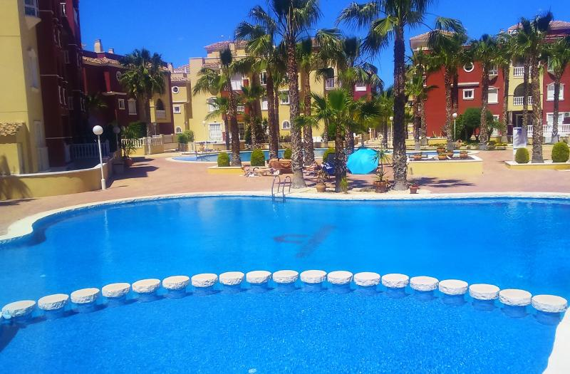 Beautiful Modern 3 bed 2 bathroom apartment, Ferienwohnung in Los Alcazares