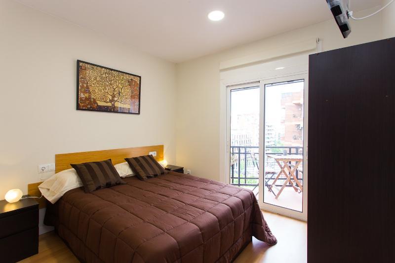 1/3 Olabuena Room with private bathroom Klimt, vacation rental in Barcelona