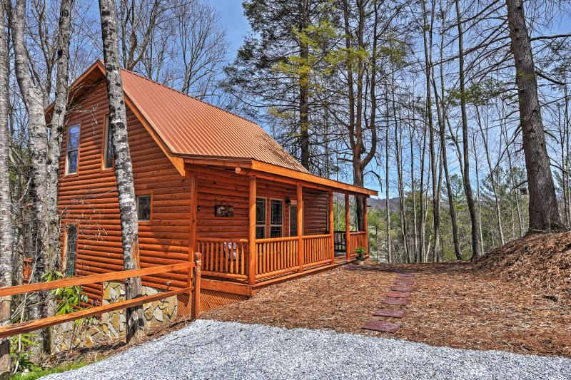 You'll feel right at home in this incredible cabin!