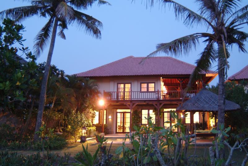 Profile Villa Nirwana overlooking ocean and golf course