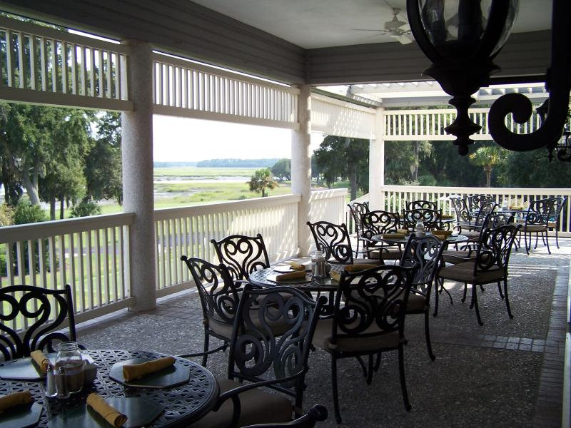 Have lunch at the club next door on the veranda while watching the golfers on the two golf courses.
