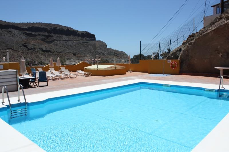 Heated rooftop pool. On the roof there are Sun-beds, umbrellas, changing rooms, showers and toilets.