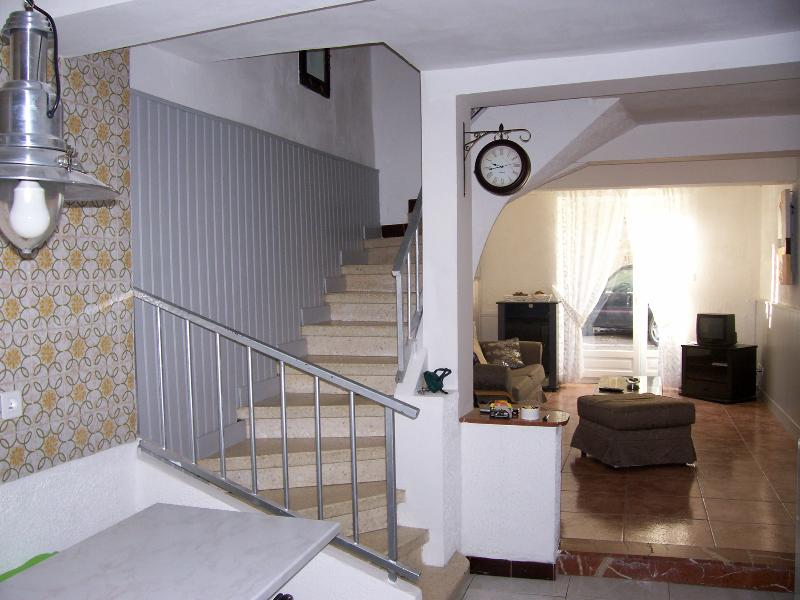 Maison tous confort dans joli village touristique, holiday rental in Rieux Minervois