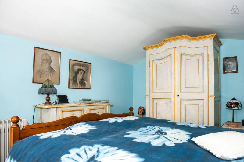 Blue Room in Bed & Breakfast Villa Mirano, casa vacanza a Rosta