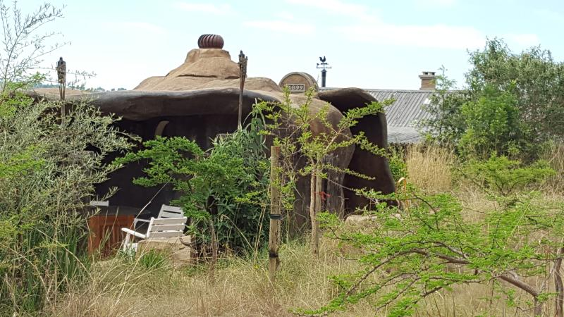Cosy love nest with fire boma and incredible views!