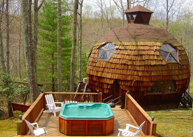 UNFORGETTABLE - Private Geodesic Dome On 40 Acres With Hot Tub & Pond!, holiday rental in North Carolina Mountains