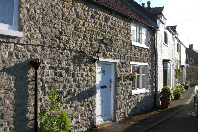 Ammonite Cottage - Riverside Retreat near North Yorkshire Moors, holiday rental in Kirkbymoorside