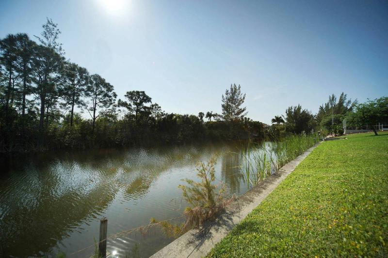 Villa Siesta Shanty - Canal View