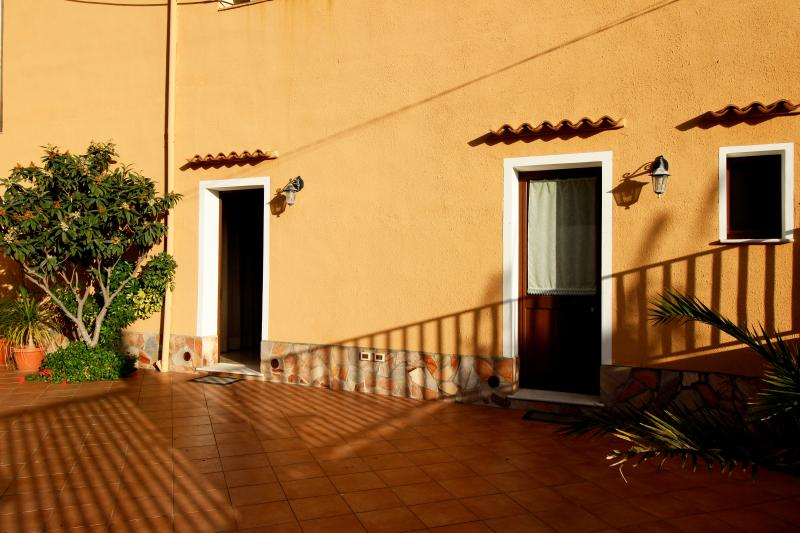 La Mimosa B&B ( Camera Matrimoniale/ Doppia ), holiday rental in Dattilo