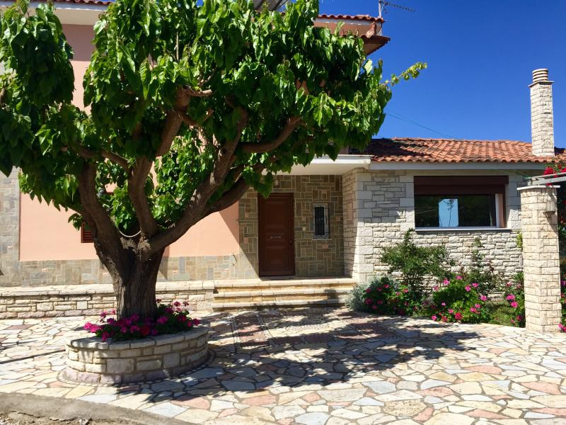 Gorgeous private home in Zacharo, alquiler vacacional en Grecia Occidental
