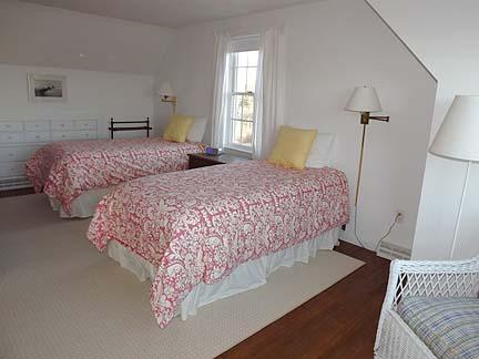 Additional 2nd Floor Twin Bedroom