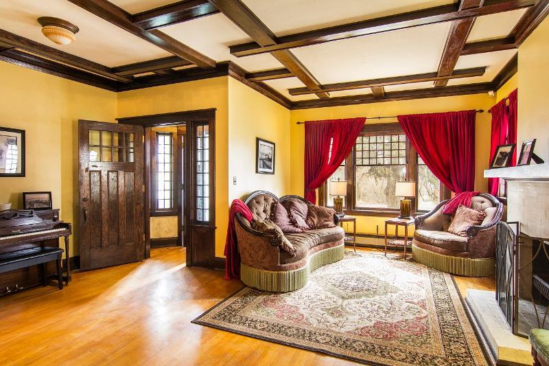 Vacation Duluth - Historic, Unique Rental Home, alquiler de vacaciones en Duluth