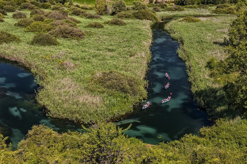 Sorgenti fiume Tirino distanza 40 minuti visita con guide specializzate adatta a famiglie ( meravigl