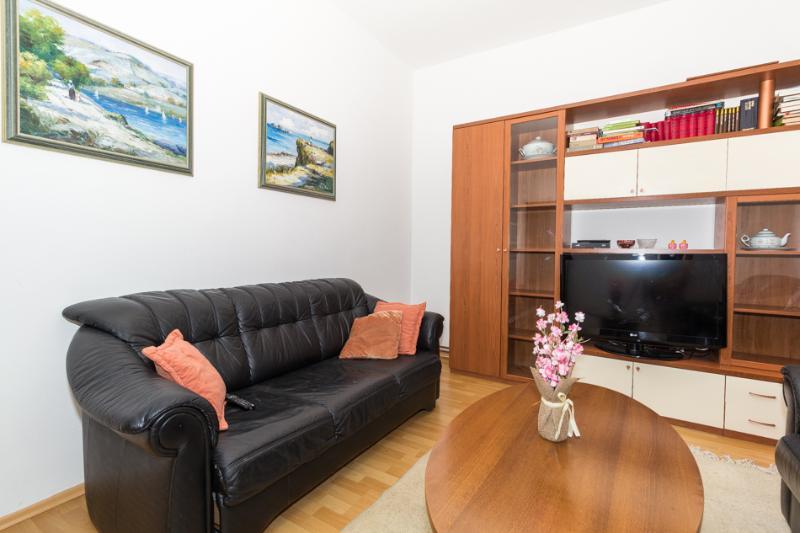 A4(4+2): living room
